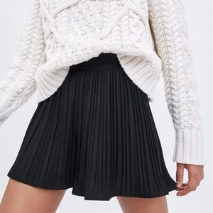 NEW ZARA BLACK PLEATED HIGH WAIST SHORTS SKORT
